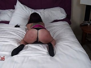 ऐनाबेले पूर्ण संपर्क सेक्स पसंद करती है