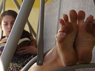 सारा गंदा पैर