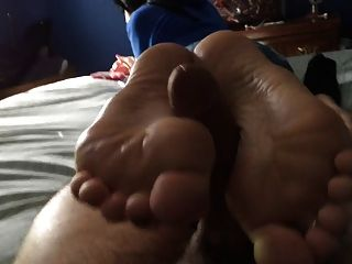 धीमी लेकिन स्थिर Footjob