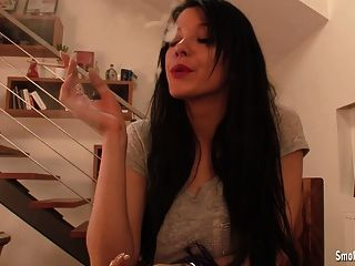 Adrianne द्वारा धूम्रपान बुत