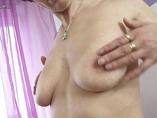 बालों भूख योनी के साथ परिपक्व माँ