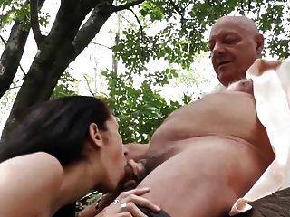 सींग का बना पुराने पुरुषों के साथ छेड़खानी गर्भवती पड़ोसियों पत्नी