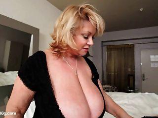 होटल के कमरे में बीबीडब्ल्यू कौगर dildos सेक्सी मोटा बेब