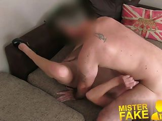 misterfake गुस्से में पति ने अपनी पत्नी कमबख्त एजेंट बीच में आता है