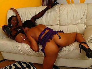 काले लड़कियों चाटना ड्रेसिंग रूम योनी