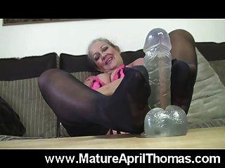 अप्रैल थॉमस पैर wank