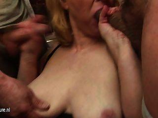 दादी कई लंड और Bukkake मिल fucks