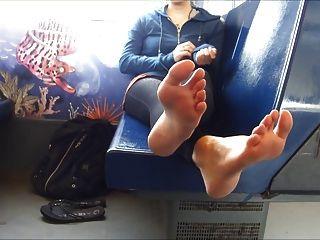 मेट्रो पर फुट छेड़ो