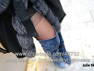 overknee जूते में सबसे सेक्सी महिला furcoat के तहत नग्न