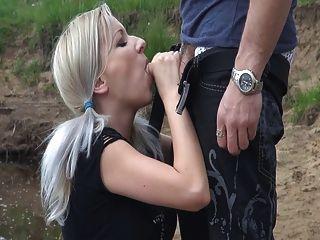जर्मन लड़की blowjob आउटडोर