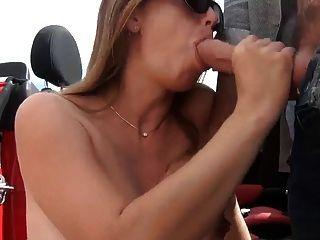गर्भवती पत्नी के बाहर कार चूसना