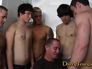 ट्रेंट Atkins लड़कों के साथ घूमने के लिए कैसे पता चलता है