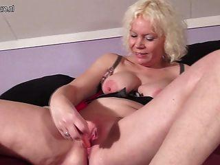 युवा फूहड़ की तरह परिपक्व माँ squirts