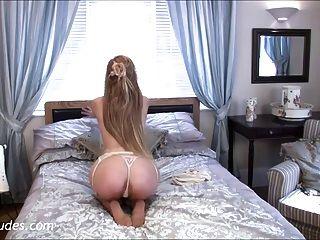 apdnudes.com पर लुसी एलेक्जेंड्रा (पूरा वीडियो)