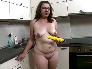 मोटा अच्छा बेवकूफ और उसे पीला खिलौना