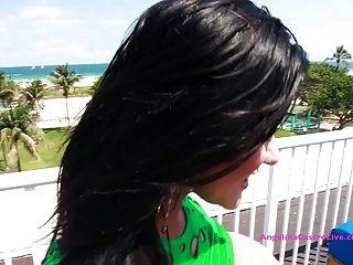 बिग titted एंजेलीना कास्त्रो मियामी में एक छत पर यौन संबंध है !?