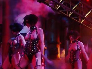 जीना गेर्शोन और एलिजाबेथ Showgirls से नग्न दृश्य बर्कली