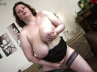 भूख योनी के साथ सेक्सी माँ
