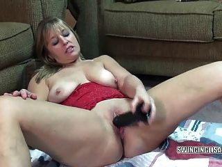 परिपक्व Liisa एक बड़ा काला dildo fucks