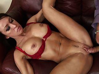 40 वर्षीय सेक्सी महिला सेक्स पसंद करती है