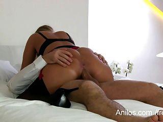 परिपक्व पत्नी उसके बड़े स्तन jizzed हो जाता है