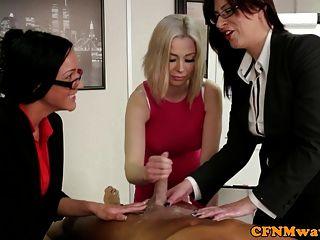 तीन कार्यालय सीबीटी महिलाओं का दबदबा sluts wanking