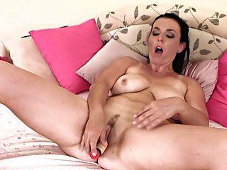धीरे-धीरे परिपक्व महिला masturbates 2