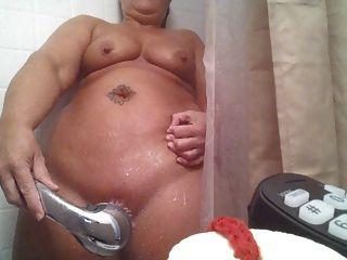शॉवर में हस्तमैथुन