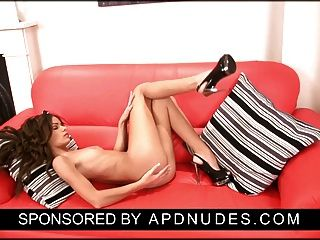 apdnudes.com पर Annabella Rox