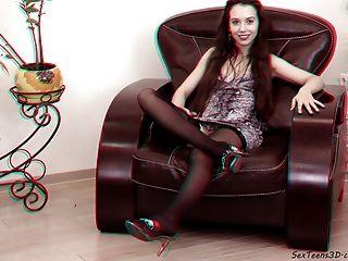 किशोर एक सोफे पर फैल रहा - 3 डी पोर्न