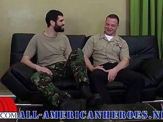 प्राइवेट एंटोनियो और नौसेना corpsman लोगान