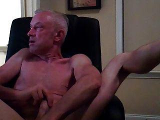 कंप्यूटर कुर्सी पर हस्तमैथुन पिताजी