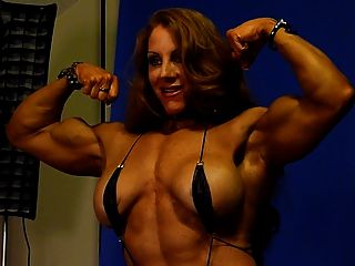 स्टूडियो 1 में सेक्सी मांसपेशी देवी