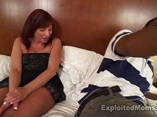 सेक्सी शौकिया milf teabagged और उसे प्यार करता है हो जाता है