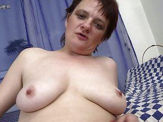शौकिया पुराने माँ अभी भी हस्तमैथुन करने के लिए प्यार करता है