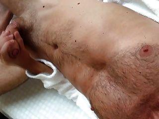 सार्वजनिक स्पा में हस्तमैथुन