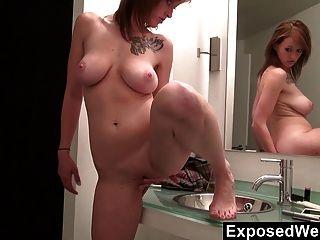 बाथरूम में सारा orgasms