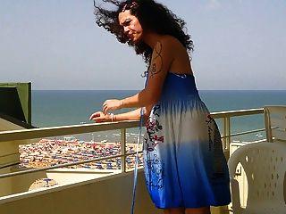निकी ladyboys नीले रंग की पोशाक बालकनी