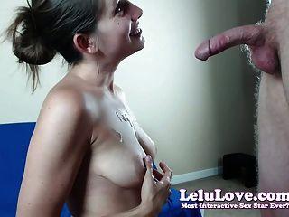 वेब कैमरा लड़की उसे आश्चर्य लाइव blowjob के साथ तो masturbates