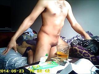 आदमी बकवास घर पर रूसी लड़की