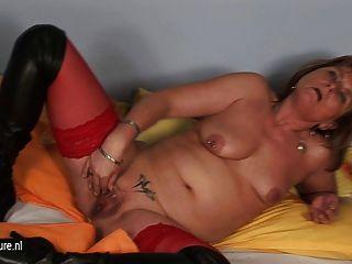 dildo और pussypump साथ शौकिया गृहिणी