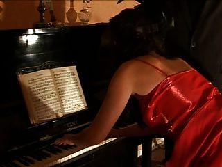 caned पियानो वादक