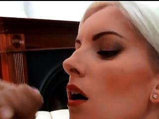 सुंदर गोरा विशाल चेहरे