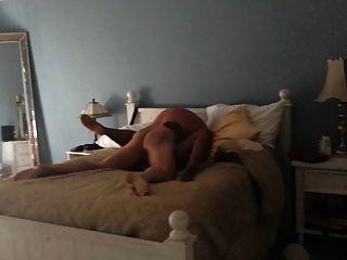 पत्नी हमारे बिस्तर में गड़बड़