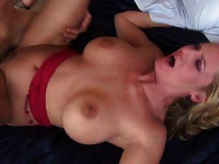 एक अनुभवी फूहड़ के साथ सेक्स