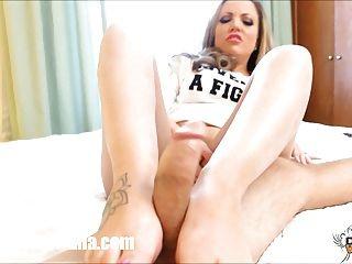 गांठदार कारमेन Valentina Footjob मुर्गा