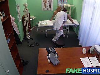 FakeHospital सफल परामर्श के रूप में गर्म गोरा moans