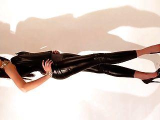 ऊँची एड़ी के जूते के साथ सेक्सी तंग चमकदार संगठन