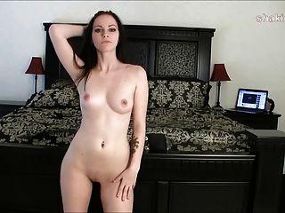 एक कसरत के बाद नग्न अलग करना