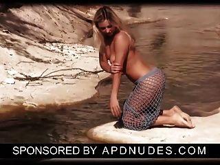 apdnudes.com द्वारा लौरा
